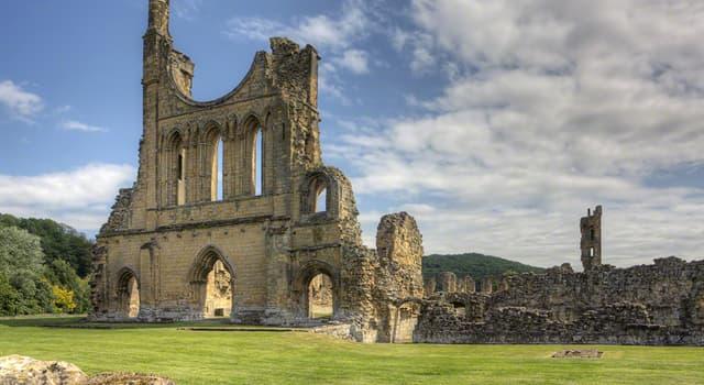 historia Pytanie-Ciekawostka: W jakim parku narodowym Anglii można znaleźć opactwo Byland, założone w XII wieku?