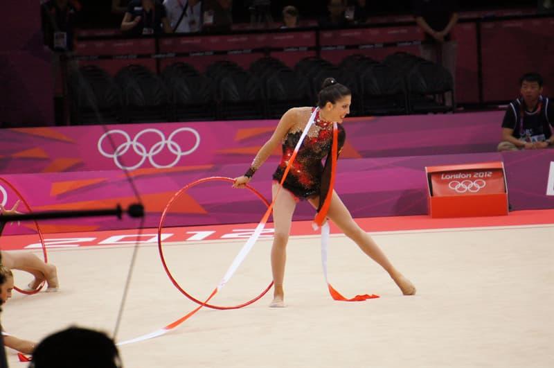 """Deporte Pregunta Trivia: ¿Cuál de los siguientes elementos no se utiliza en la """"gimnasia con aparatos"""" de los Juegos Olímpicos?"""