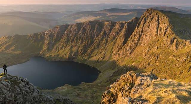 """Geografia Pytanie-Ciekawostka: Nie licząc """"zachowanych powiatów"""", ile okręgów (lokalne wydziały) znajduje się w północnej Walii?"""