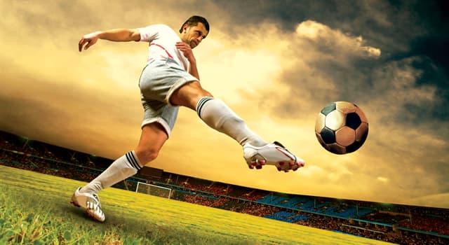 Sport Wissensfrage: Welcher dieser Fußballspieler galt als Europas Fußballer des Jahrhunderts?
