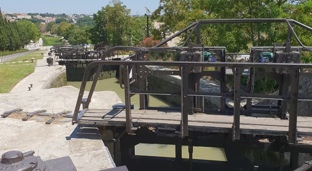 History Trivia Question: Where, in France, would you find the Fonseranes 9 locks?