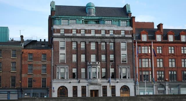 Kultur Wissensfrage: Die Mitglieder welcher Band kauften 1992 das Clarence Hotel in Dublin?