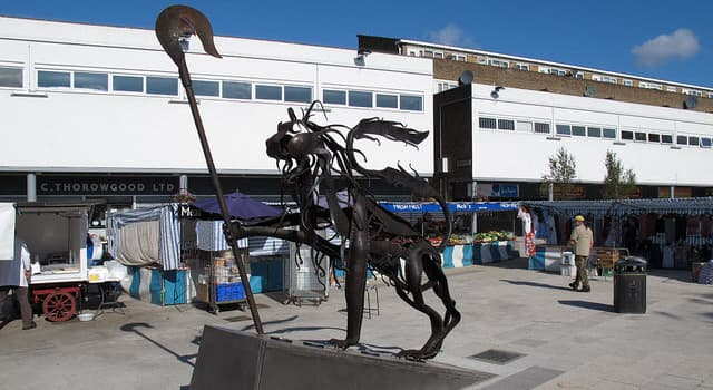 Geography Trivia Question: In which English city would you see the 'Bermondsey Lion' statue?