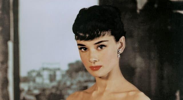"""Filmy Pytanie-Ciekawostka: Którą postać zagrała Audrey Hepburn w filmie """"Śniadanie u Tiffany'ego""""?"""