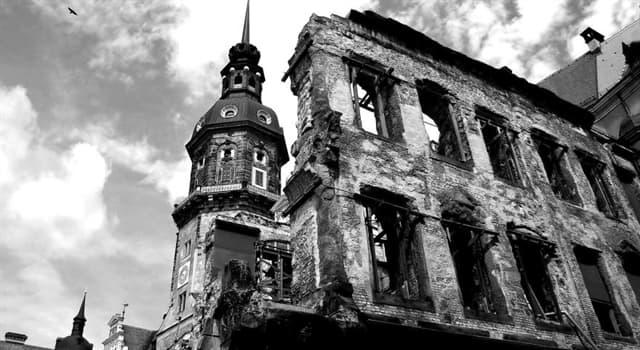 Kultura Pytanie-Ciekawostka: Która powieść klasyczna odwołuje się do bombardowania Drezna?