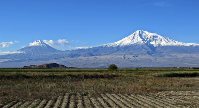 Geografia Pytanie-Ciekawostka: W którym współczesnym kraju znajduje się góra Ararat - miejsce, gdzie odkryto Arkę Noego?