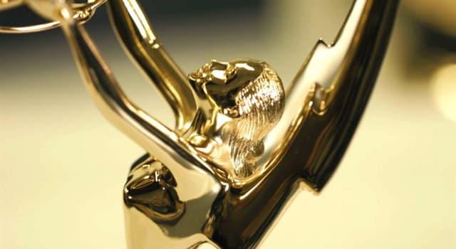 Film & Fernsehen Wissensfrage: Was war die erste Kabel-Serie, die einen Emmy für die beste Drama-Serie gewinnen konnte?