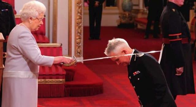 Sport Wissensfrage: Wer war der erste Fußballer, der von Königin Elisabeth II. zum Ritter (Sir) geschlagen wurde?