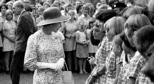 Society Trivia Question: Where did Queen Elizabeth II commence her 1977 Silver Jubilee tour?