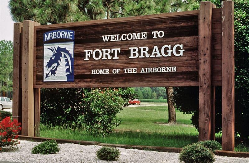 historia Pytanie-Ciekawostka: Kto był jedynym cywilem, który został pochowany na cmentarzu sił specjalnych we Forcie Bragg?