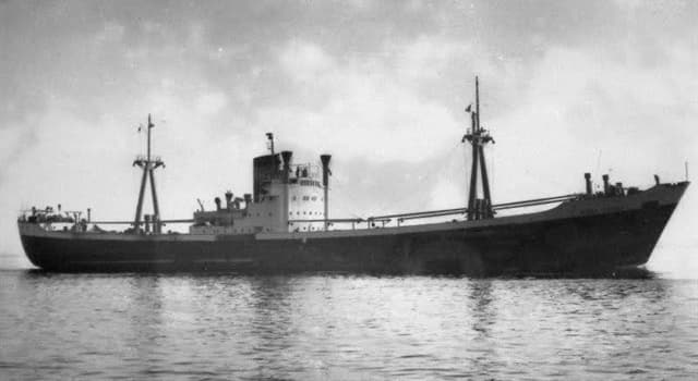 History Trivia Question: Who was the Captain of the SS Flying Enterprise which sunk off Cornwall in early 1952?