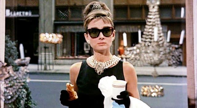 """Film & Fernsehen Wissensfrage: Wie hieß die Katze von Holly Golightly im Film """"Frühstück bei Tiffany"""" (1961)?"""