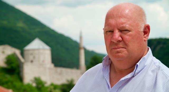 Gesellschaft Wissensfrage: Der Journalist Malcolm Brabant erkrankte 2011 nach einer Routineimpfung gegen welche Krankheit?