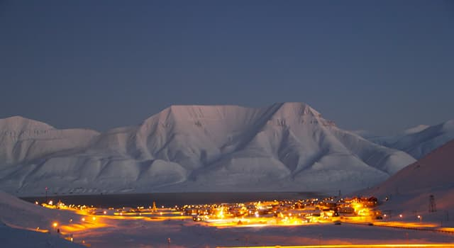 Geografia Pytanie-Ciekawostka: Gdzie położone jest miasto Longyearbyen?