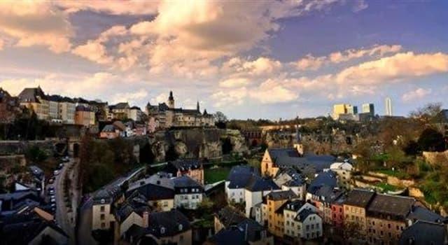 Kultura Pytanie-Ciekawostka: Ile języków są uznawane za języki narodowe w Luksemburgu?