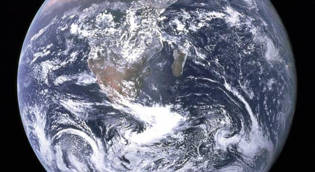 nauka Pytanie-Ciekawostka: Ile lat ma Ziemia (mniej więcej)?