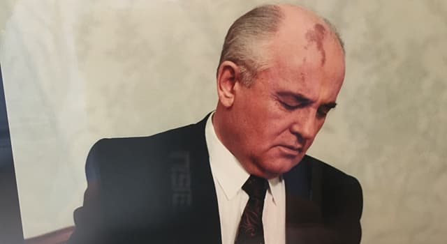 Geschichte Wissensfrage: In welchem Jahr kündigte Mikhail Gorbachev seinen Rücktritt als Präsident der Sowjet-Union an?