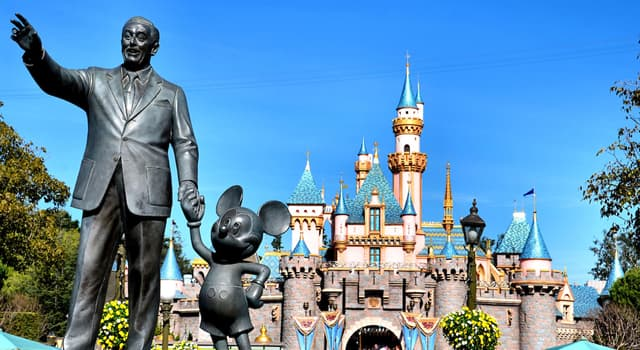 Kultura Pytanie-Ciekawostka: Jak nazywa się pomnik Walta Disneya trzymającego za rękę Myszkę Miki?