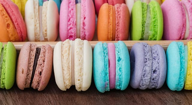 Culture Trivia Question: Which of these is a small round cake, consisting of two halves sandwiching a creamy filling?