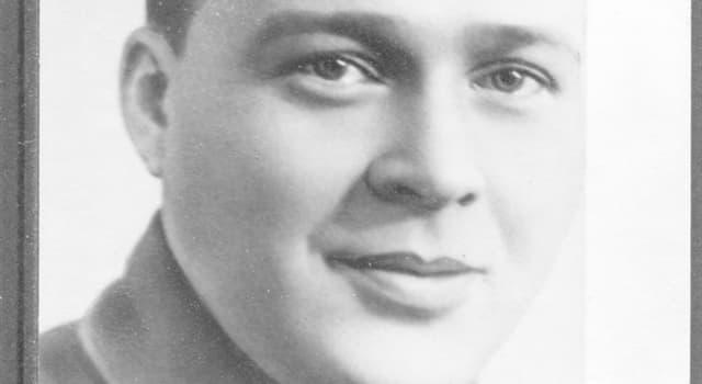 Суспільство Запитання-цікавинка: Яке справжнє прізвище радянського дитячого письменника Аркадія Гайдара?