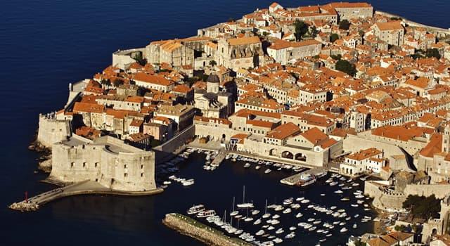 """Geografia Pytanie-Ciekawostka: Które miasto, znane jako """"Perła Adriatyku"""", zostało wpisane na listę dziedzictwa UNESCO w 1979 roku?"""