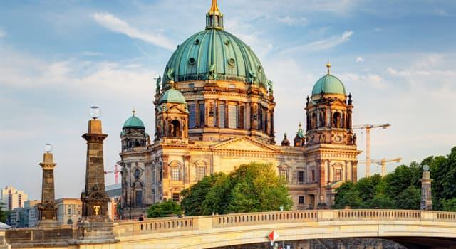 Geografia Pytanie-Ciekawostka: Które zwierzę przedstawiono na herbie Berlina?