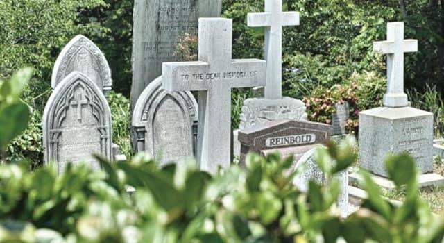 społeczeństwo Pytanie-Ciekawostka: Który grób na cmentarzu Pere-Lachaise jest najbardziej odwiedzany?