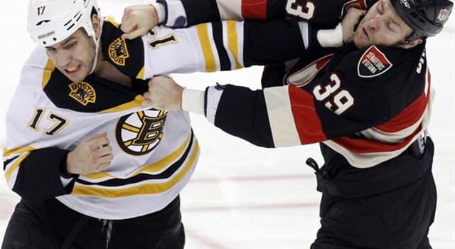 sport Pytanie-Ciekawostka: Na ile minut gracz udaje się na ławkę kar za mniejsze wykroczenie w hokeju na lodzie?