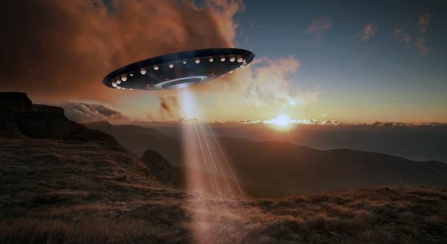 Суспільство Запитання-цікавинка: Секретність якої бази зробила її предметом численних теорій змови, особливо про НЛО?