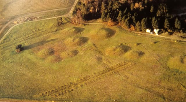 History Trivia Question: Sutton Hoo is the supposed burial site of Rædwald, a king from which English period?