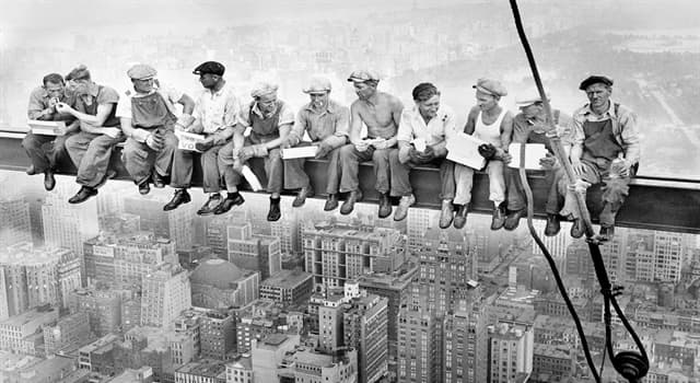 Society Trivia Question: The iconic photograph 'Lunch atop a Skyscraper' was taken during the construction of which building?