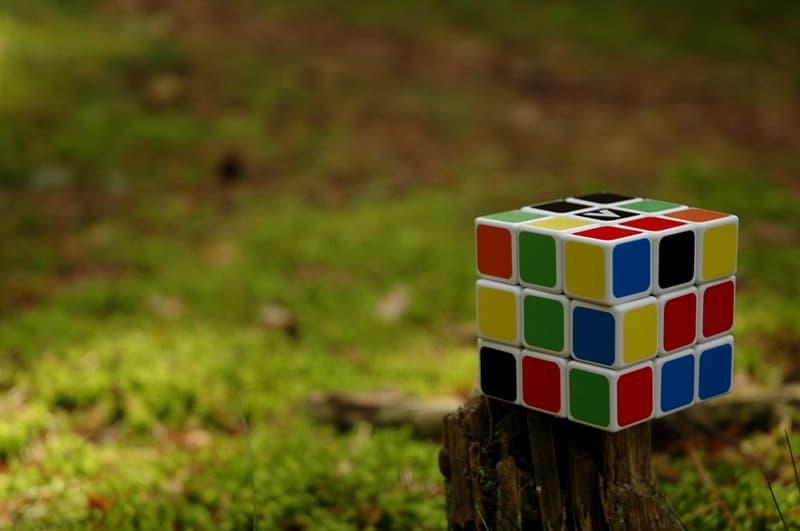 Суспільство Запитання-цікавинка: Всі чули про кубику Рубіка. А в якій країні народився винахідник цього кубика?