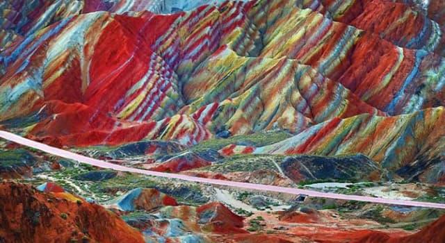 Geografia Pytanie-Ciekawostka: W którym kraju znajduje się góra Vinicunca, którą powszechnie znano jako Górę Tęczową?