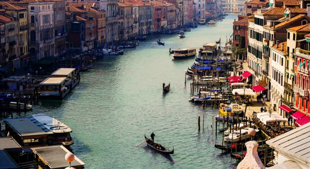 Geografia Pytanie-Ciekawostka: W którym mieście jest Canal Grande?