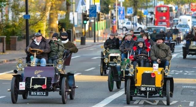 historia Pytanie-Ciekawostka: W którym parku rozpoczyna się coroczny rajd samochodów Londyn-Brighton Veteran Car Run?