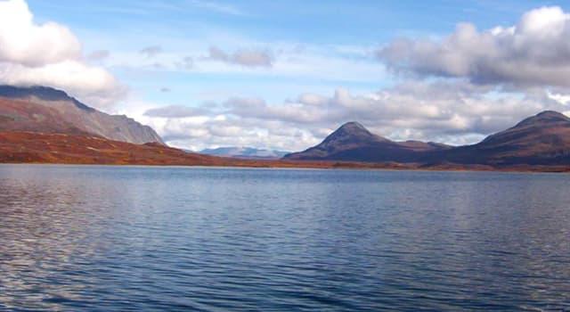 Geographie Wissensfrage: Was ist der einzige bekannte natürliche See der Welt, der in zwei Ozeane mündet?