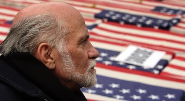 Film & Fernsehen Wissensfrage: Welcher Film handelt vom gelähmten Vietnam-Veteranen Ron Kovic, der Anti-Kriegsaktivist wird?