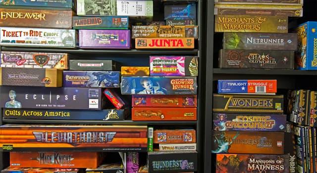 Gesellschaft Wissensfrage: Welches populäre Spiel wurde von Chris Hanley und Scott Abbott in Kanada 1981 entwickelt?