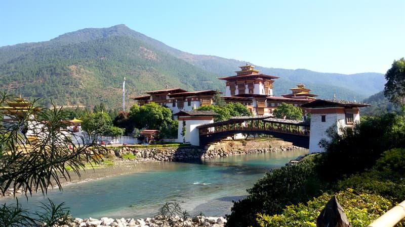 Geografia Pytanie-Ciekawostka: Z jakiego powodu bardzo znany jest Bhutan?