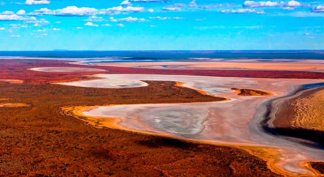 Geography Trivia Question: What is the name of the large salt lake about 50 kilometres (31 mi) north of Uluru (Ayers Rock)?