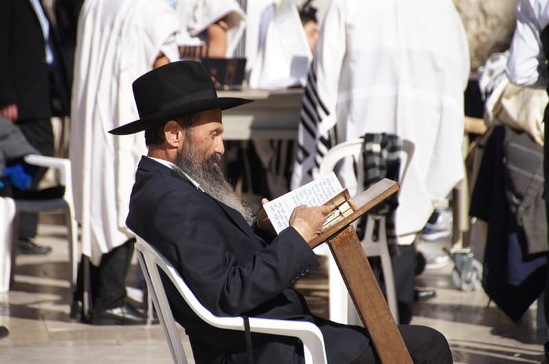 Kultura Pytanie-Ciekawostka: Jaka uroczystość jest obchodzona pierwszego dnia po 13 urodzinach chłopców żydowskich?