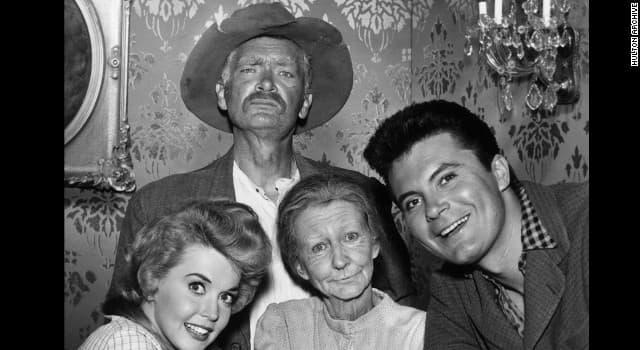 """Film & Fernsehen Wissensfrage: Wie ist die Beziehung zwischen Granny und Jed Clampett in der 1960er Show """"The Beverly Hillbillies""""?"""