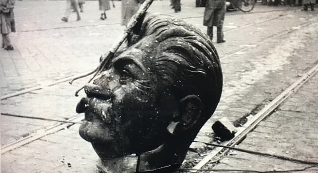 Geschichte Wissensfrage: Wo wurde das Stalin-Denkmal am 23. Oktober 1956 von anti-sowjetischen Demonstranten zerstört?