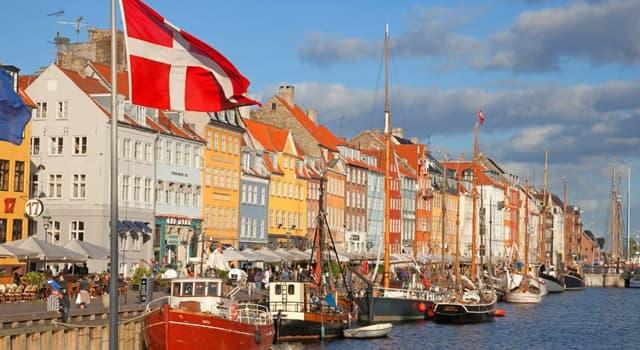 Культура Запитання-цікавинка: Що з цього присутній на гербі Данії?