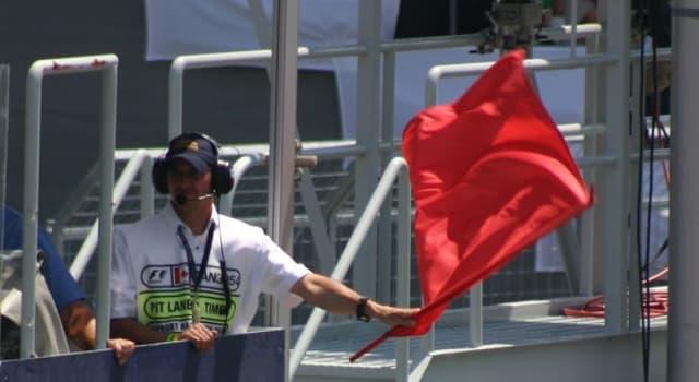 sport Pytanie-Ciekawostka: Co oznacza czerwona flaga w wyścigach samochodowych?