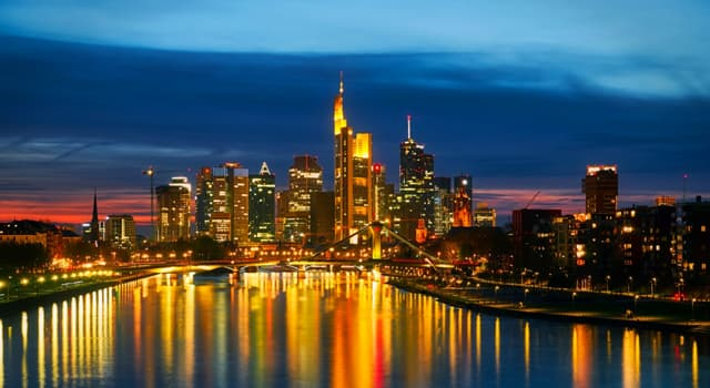 Geography Trivia Question: How many states comprise Germany?