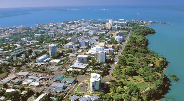 Geografia Pytanie-Ciekawostka: Jaka stolica stanu Australii została nazwana na cześć brytyjskiego przyrodnika?