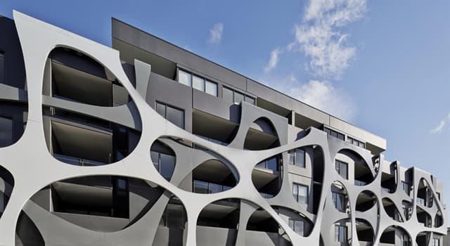 Kultura Pytanie-Ciekawostka: Jakiego terminu używają architekci, aby opisać front budynku?