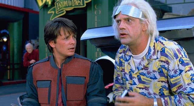 Фільми та серіали Запитання-цікавинка: Як звуть головного героя фантастичній пригодницькій трилогії «Назад в майбутнє»?