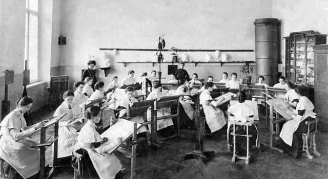 Історія Запитання-цікавинка: Яке заклад - перший в Європі державний вищий навчальний заклад для навчання дівчат?